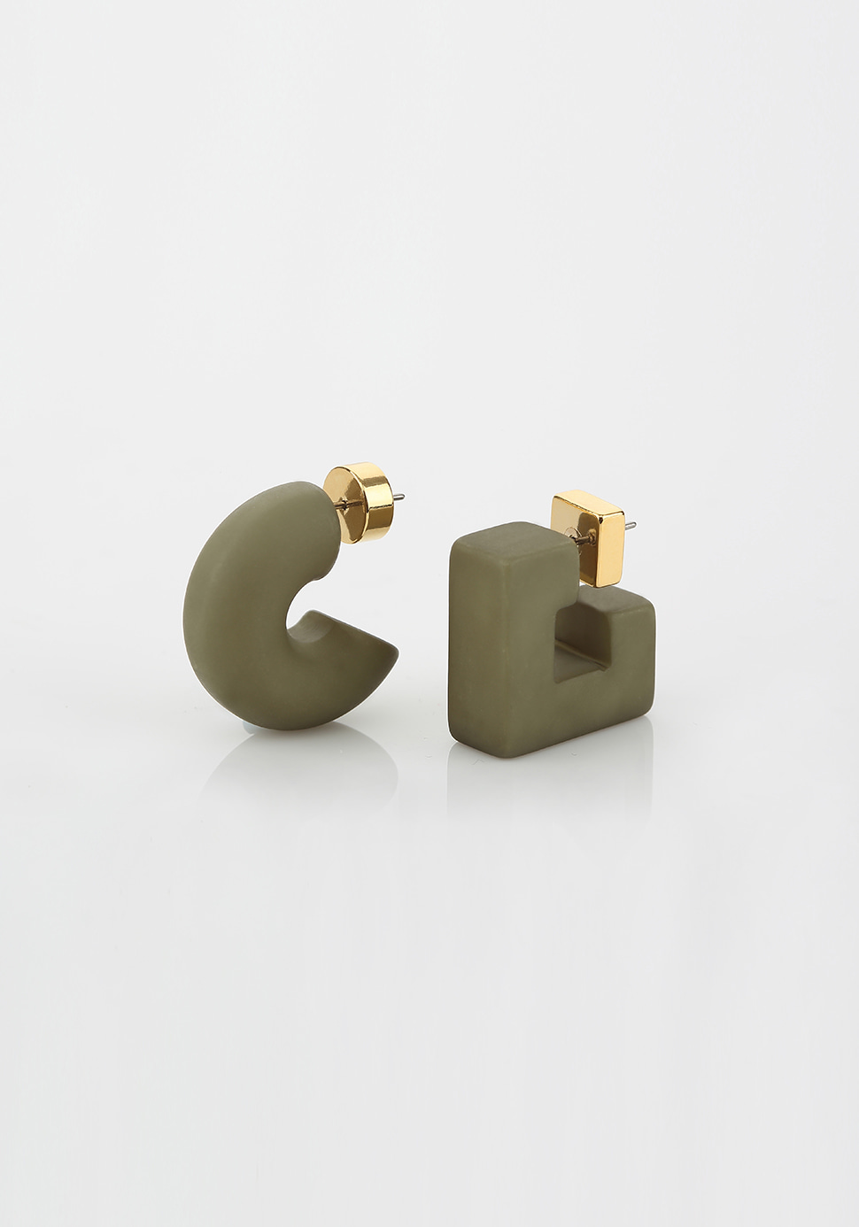 Puffy Pipe Earring (khaki)